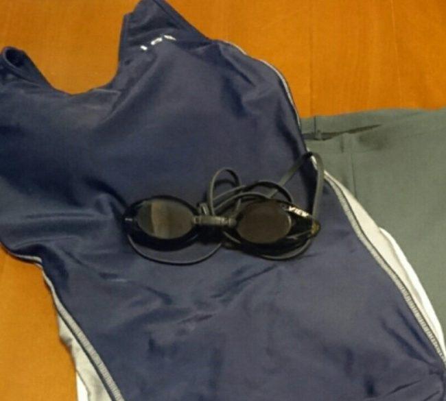 若い女の子が飲み会に下着代わりに競泳水着を着ていった結果…!?